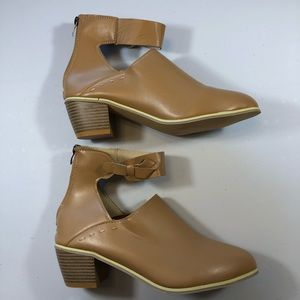 NWT Ankle Boots Tan with Back Zip size 11